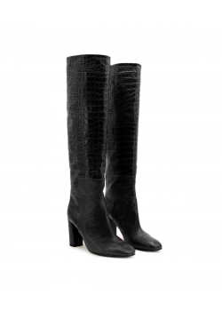 Black leather boots with round toe